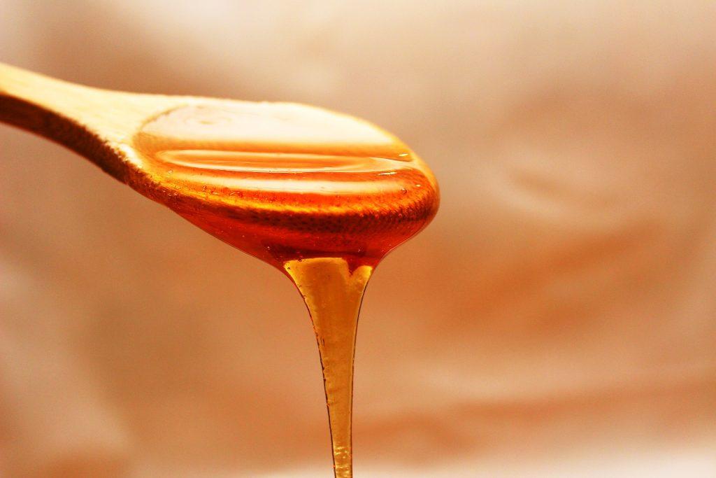 La miel, el propóleo y el polen son un buen aliado contra las gripes.